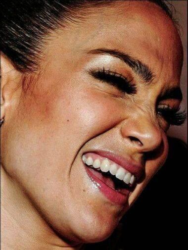 www.parsnaz.ir - چهره ی جالب جنیفر لوپز از نزدیک + عکس