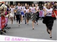عکس های  جالب از مسابقه زنان با کفش های پاشنه بلند