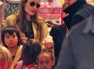 آنجلینا جولی و برادپیت بهمراه فرزندانشان در حال خرید+عکس