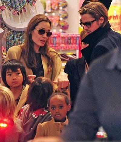 www.parsnaz.ir - آنجلینا جولی و برادپیت بهمراه فرزندانشان در حال خرید+عکس