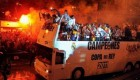 رئال مادرید جام قهرمانی خود را زیر ماشین له کرد + عکس