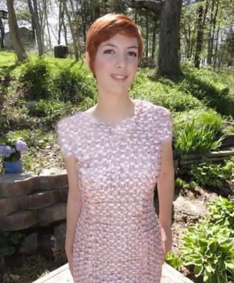 لباسی زنی که از 4000 قطعه آلومینیوم بافته شده + عکس