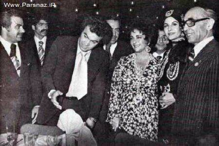 بازیگر معروف هالیوودی با چادر در مشهد + عکس