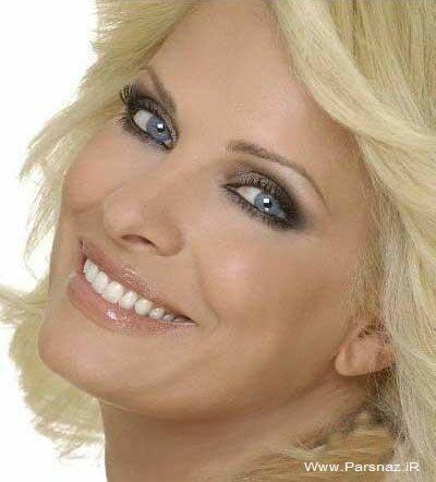 این زن زیبا معروفترین ستاره تلویزیونی در یونان است + عکس