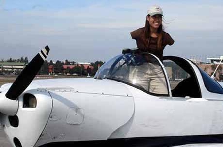 بهترین خلبان زن آمریکا دختری است بدون دست + عکس