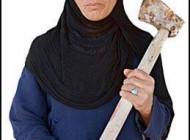 زنی تبر به دست که باید نامش را به خاطر بسپارید + عکس