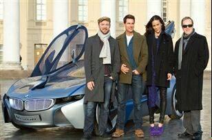 بازیگر معروف هالیوود در کنار جدیدترین ماشین بی ام و + عکس