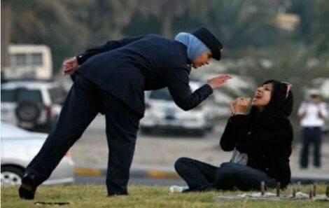 کشیدن دختر بحرینی روی زمین!! + عکس