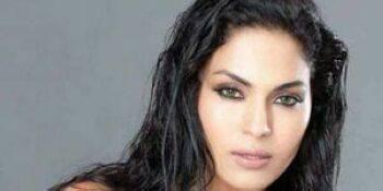 تصویر برهنه بازیگر زن کشور اسلامی جنجال آفرید + عکس