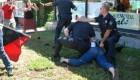 عکس های شکسته شدن پای یک دختر در درگیری با پلیس