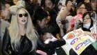 عکس های لیدی گاگا با چهره عجیبش در فرودگاه توکیو