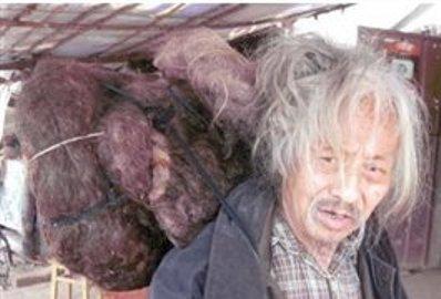 مرد 79 سالهای که از 19سالگی موهایش را کوتاه نکرده است