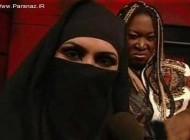 عکسهایی از حضور زن با حجاب کامل در کشتی کج