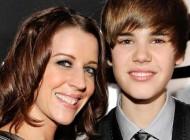 ستاره موسیقی پاپ خود را مدیون مادرش می داند + عکس