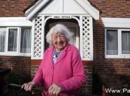 این زن 100 ساله همه عمرش را در خانه ای سپری كرد كه