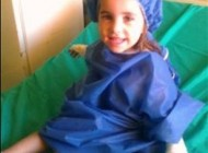 دختری 3 ساله که میمون باغ وحش انگشتش را خورد + عکس