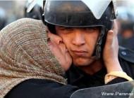 بوسه زن مصری جنجالی ترین تصویر سال 2011 شد!!