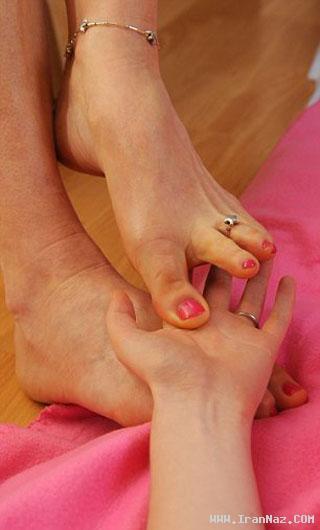 زن ماساژور بدون دست، با پا ماساژ می دهد!! + عکس