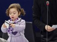 عکس های دختر خانمی نازی که در پارلمان اروپا بزرگ شد