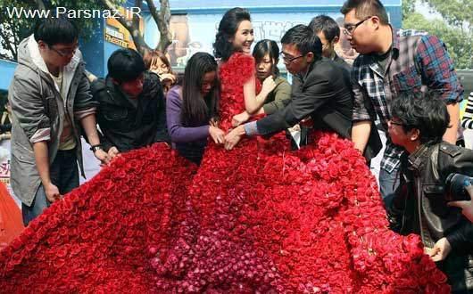 مرد رمانتیک لباسی از ۹۹۹۹ گل قرمز به نامزدش هدیه داد