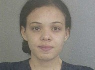 حمله عجیب این دختر 18 ساله به نامزدش!! + عکس