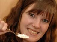 دختری عجیب که بجای غذا فقط باید قرص نعنا بخورد + عکس