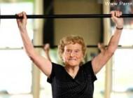 ورزش و تناسب اندام این زن در سن 90 سالگی! + عکس