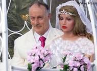 ازدواج و زندگی عجیب این مرد با ۷ مانکن مصنوعی + عکس