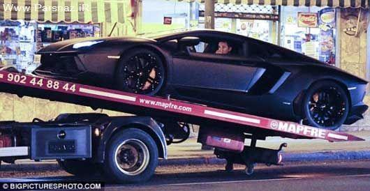 ماشین زیبای کریس رونالدو با جرثقیل حمل شد! + تصاویر