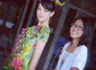 لباس عجیب این دختر با کیسه چای ساخته شده + عکس