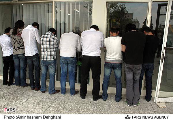 تصاویر تکان دهنده دستگیری ۸۰ پسر و دختر در پارتی شبانه ...