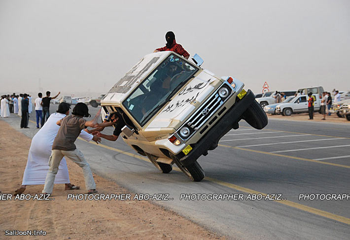 شیرین کاری های عرب ها با اتومبیل هاشون + تصاویر