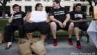 اعتراض عجیب مردان آمریکایی با کفش های زنانه! + تصاویر