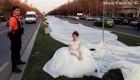 رکورد مانکن سرشناس جهان با لباس عروس عجیب + تصاویر