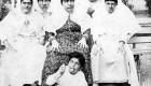 عکسی بسیار دیدنی و جالب از شکلک درآوردن زنان قاجاری
