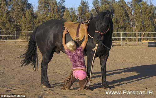 این دختر با مهارت های اسب سواری اش مردم را شوکه کرد