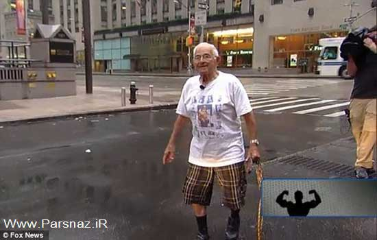 این پیرمرد با دندان هایش ماشین را می کشد + تصاویر