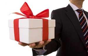 راه و رسم هدیه دادن زن و شوهر در دوران عقد