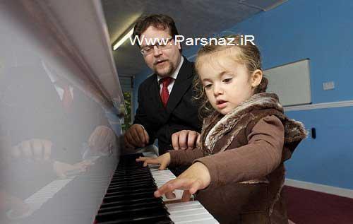 دختری 2 ساله با استعداد در یادگیری پیانو زدن + عکس