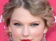 این خواننده زیبا زندگی خصوصی اش را خواند و ثروتمند شد