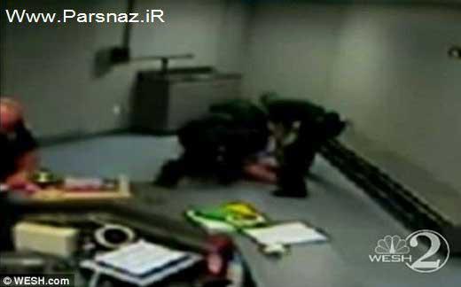 کتک زدن و برهنه کردن این زن توسط پلیس آمریکا (+عکس)