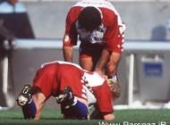 بوسه فوتبالیست آلمانی بر روی پای مهدوی کیا (عکس)
