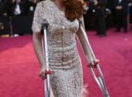 کریستین استوارت بازیگر معروف با عصا به مراسم اسکار رفت