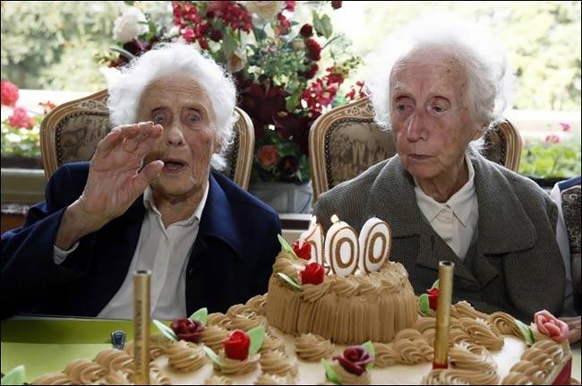 جشن تولد دوقلوهای 100 ساله جهان در بلژیک..(تصاویر)