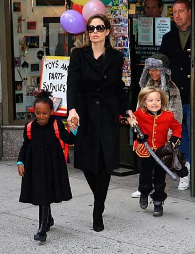 اجاره کامل سالن بولینگ برای فرزندان آنجلینا جولی..!