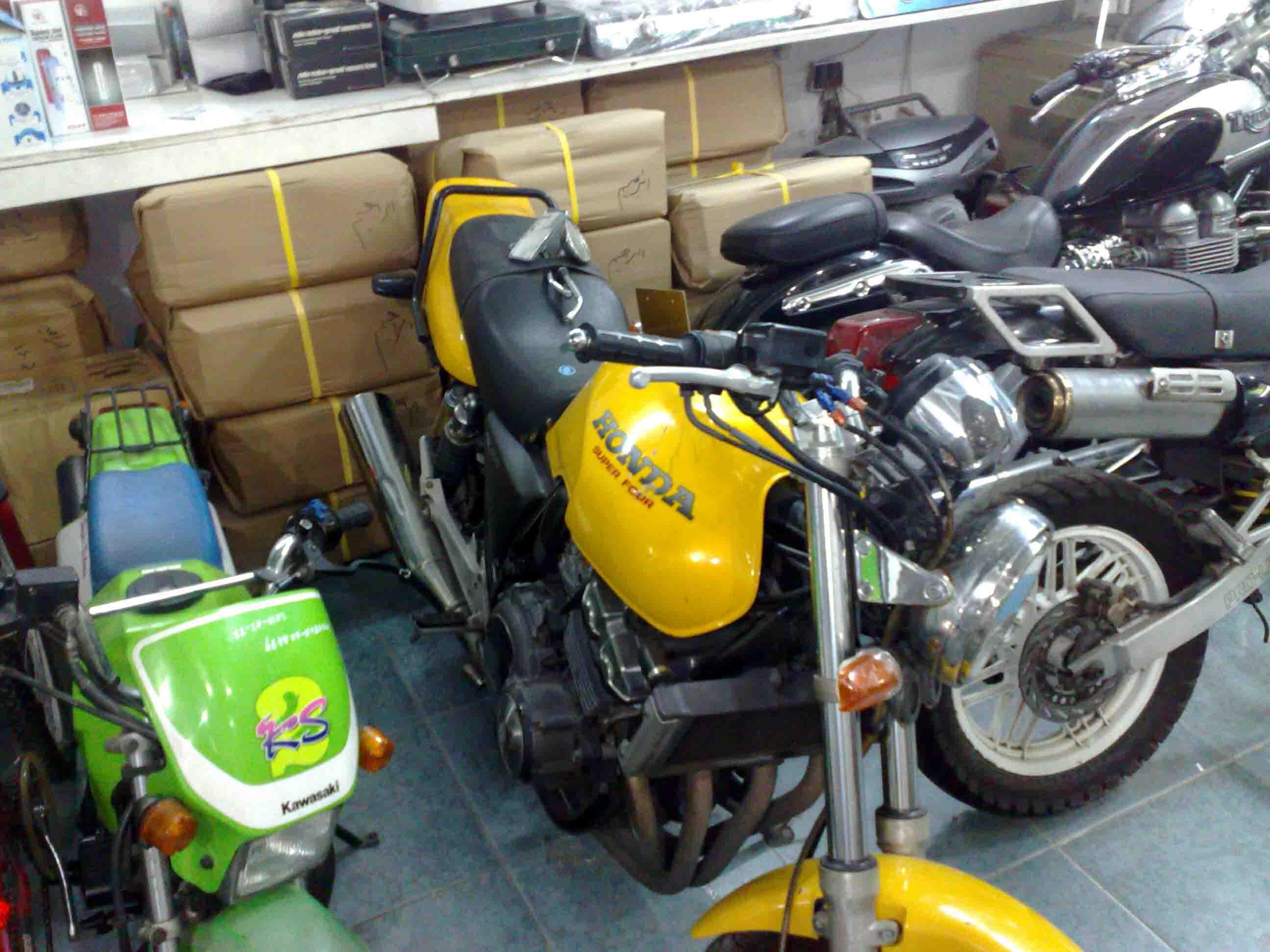 فروشگاه موتور سنگین در امارات متحده عربی (تصاویر)