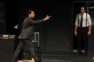 نمایش پست :عکس های جمعی از هنرمندان بر روی صحنه تئاتر..!