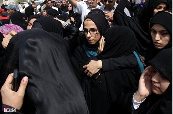 خوردن محجبه تصاویر زنان محجبه در انقلابهای عربی..!
