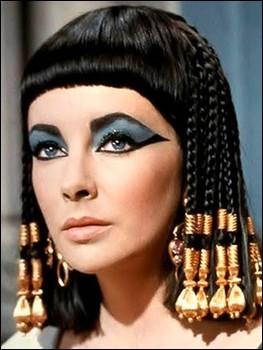 آنجلینا جولی در نقش ملکه مصر + (عکس)