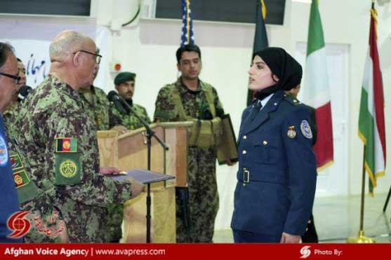 نخستین خلبان جنگی خانم در افغانستان (عکس)